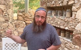 Yoni Tzadok dirige uma escola que prepara sacerdotes para o Terceiro Templo. (Foto: YouTube/Israel365News)