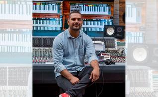 O cantor e compositor Paolo Almeida. (Foto: Bluemidia / Divulgação)