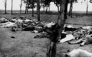 Cadáveres de armênios ao lado de uma estrada. (Foto: Reprodução/Wikimedia Commons)