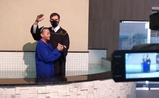 Solange durante seu batismo. (Foto: Paulo Henrique)