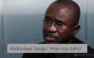 Abdoulaye Sangu conta seu testemunho de conversão ao cristianismo. (Foto: Reprodução / Prayercast)