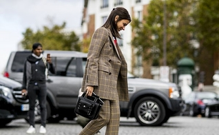 O street style pode dar inspirações para o seu dia a dia de trabalho. (Foto: Imaxtree)