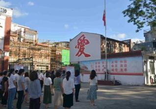 Cristãos participam de cerimônia de hasteamento da bandeira para reabertura de igreja na China. (Foto: Bitter Winter)