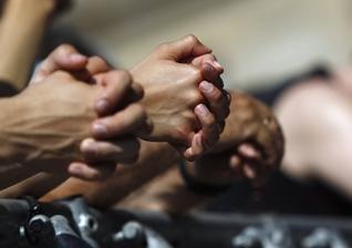 Líderes cristãos estão encorajando as pessoas a iniciar um protesto pacífico de oração. (Foto: Reuters)