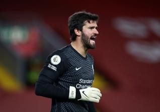 Alisson Becker durante partida do Liverpool contra o Sheffield United. (Foto: Getty Images)