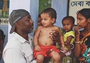 Peter Matubazi se tornou um defensor das crianças e criou uma organização para ajudá-las. (Foto: Reprodução, Facebook).