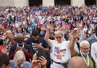 Milhares de americanos reunidos, em Washington, para um movimento de oração, em outubro de 2020. (Foto: Reprodução/Impacto Evangelístico)