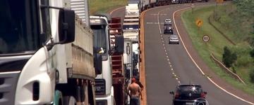 Apesar de Justiça mandar liberar estradas, bloqueios seguem na sexta