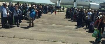 Passageiros de voo desviado após ameaça de bomba chegam ao Brasil