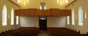 A tentativa de fazer a Igreja parecer o que ela não é