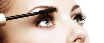 Maquiadores listam dicas para retocar a maquiagem ao longo do dia
