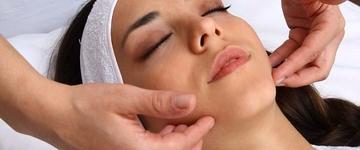 Tensão nos músculos da face podem ser aliviados com alongamento e massagem