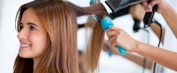 Conheças os cuidados essenciais que  os cabelos com alisamento devem ter