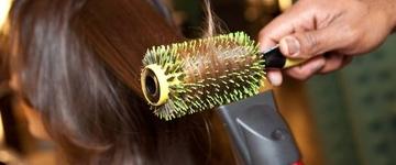 Dispense 7 erros ao secar os cabelos e saiba como corrigí-los