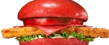 Rede de fast food lança hambúrguer vermelho no Japão