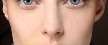 Confira como corrigir erros de maquiagem que faz parecer cansada