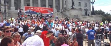 """Cerca de 10 mil pessoas participam de manifesto """"Pró-Família"""", nos EUA"""