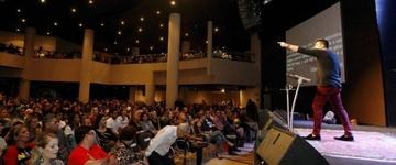 Em menos de 2 anos, Igreja Lagoinha Niterói atrai milhares com culto despojado