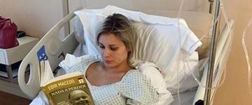 Andressa Urach apresenta quadro estável, após cirurgia realizada neste domingo (1)