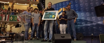 """André Valadão ganha Disco de Ouro pelo sucesso do CD """"Versões Acústicas"""""""
