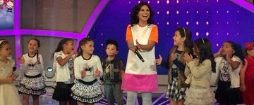 Aline Barros grava participação e canta com crianças no programa Raul Gil