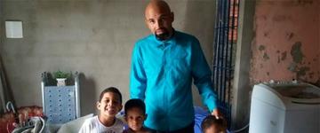"""Pastor faz o parto da própria esposa na Bahia e se emociona: """"Nasce mais uma herança do Senhor"""""""