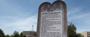 Supremo Tribunal de Oklahoma (EUA) ordena remoção de monumento aos Dez Mandamentos