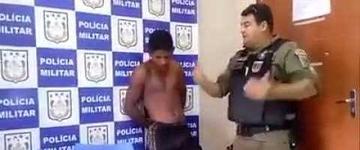Policial militar aconselha e ora por assaltante na delegacia; assista