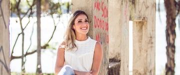 """Mônica Oliveira apresenta preview do CD """"Ele me Amou"""""""