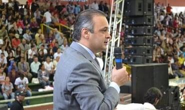 Pastor Roberto de Lucena durante pregação na Casa da Benção. (Divulgação/ Roberto de Lucena)