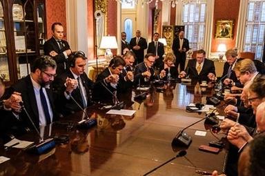 Pastores e outros líderes cristãos evangélicos oraram por Jair Bolsonaro. (Foto: CBN News)