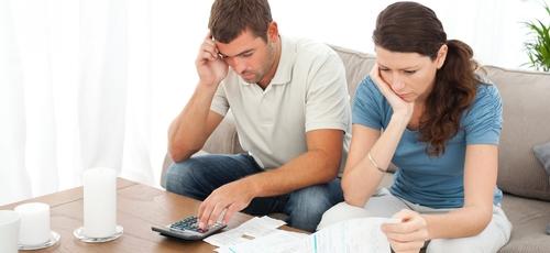 Coloque na ponta do lápis quanto está devendo, quais contas não estão sendo pagas e quanto de juros que se somam a cada mês.