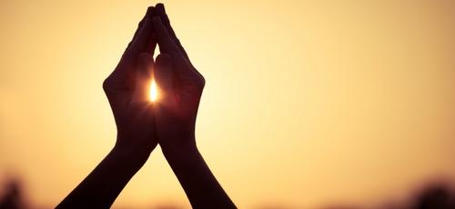 Oração. (Foto: Getty)