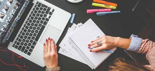 Existem algumas alternativas para quem precisa estudar gastando pouco. (Foto: Reprodução)