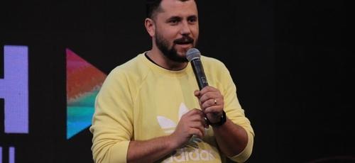 Flavinho explica que é impossível liderar vidas sem um relacionamento bíblico com elas. (Foto: Lagoinha)