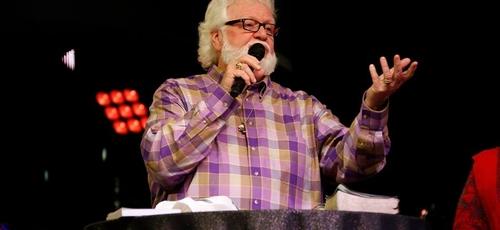 O pastor Chuck Pierce atua como presidente do ministério Global Spheres. (Foto: Reprodução)