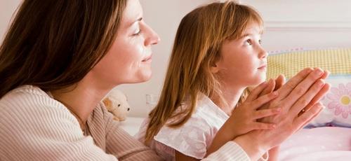 Carolyn Mahaney tem incentivado as mães a educarem suas filhas longe dos ensinamentos tóxicos do feminismo. (Foto: Reprodução)