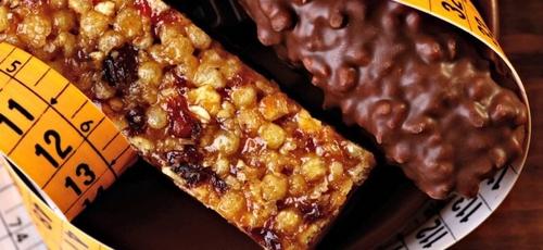 Algumas opções que parecem saudáveis são ricas em açúcar, sódio e gorduras. (Foto: Tverdohlib/iStock)