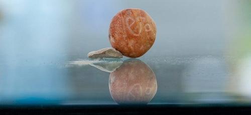 A pedra conhecida como 'beca' já havia sido citada como moeda no livro de Êxodo e continuou sendo assim usada nos tempos do rei Salomão. (Foto: Eliyahu Yanai / City of David)