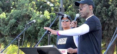 Walter Roye continua pregando e evangelizando próximo às clínicas de aborto dos EUA. (Imagem: YouTube - Reprodução)