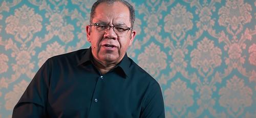 O pastor Josué Gonçalves diz que Deus sempre tem um plano para os que saem do plano. (Foto: Reprodução/YouTube)
