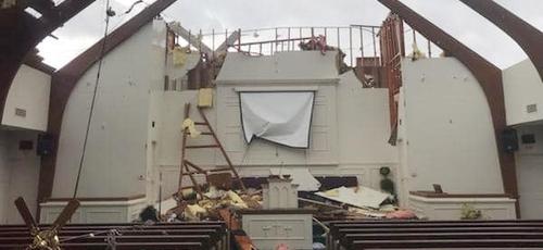 Tempestade arrancou o telhado da Igreja Batista Monte Sião, nos EUA. (Foto: Reprodução/Facebook)