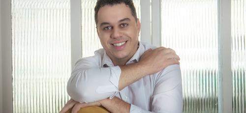 Hudson Almeida estará no palco principal da Expoevangélica, em Fortaleza. (Foto: Divulgação)