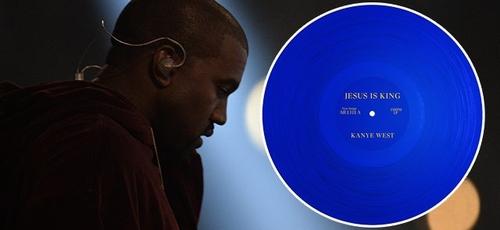 """Kanye West alcançou a posição número 1 das paradas com o álbum """"Jesus is King"""", já em seu lançamento. (Imagem: Breitbart)"""