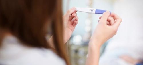 """Disfarçados com a proposta de serem """"centros de bem-estar"""", os locais servirão para falar sobre possibilidades de controle parental com as adolescentes, sobretudo um aborto cirúrco. (Foto: Getty Immages)"""