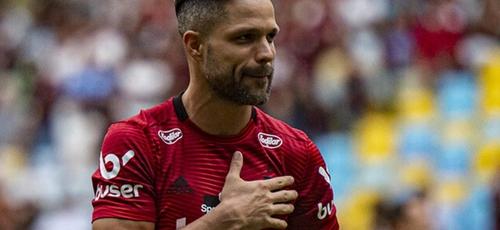 Por conta própria, Diego Ribas visitou os pais do garoto Pablo Henrique, que acabou morrendo no incêndio no 'Ninho do Urubu', em 2019. (Foto: Divulgação / Flamengo)