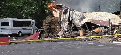 A Primeira Igreja Pentecostal de Holly Springs foi incendiada após o pastor questionar as ordens de fechamento dos templos em razão da pandemia. (Foto: ABC News)