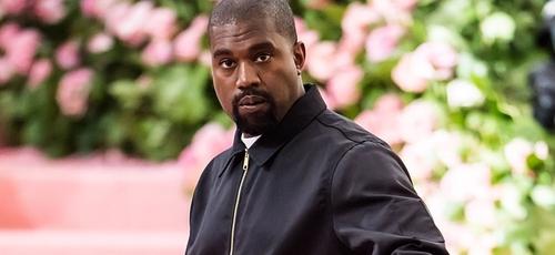 Além de pagar a faculdade da filha de George Floyd, Kanye West também fez uma doação de um total de 2 milhões de dólares a duas famílias negras que tiveram entes queridos mortos por policiais. (Foto: Gilbert Carrasquillo / Yahoo)