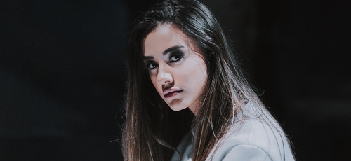 """Isadora Pompeo está lançando o clipe """"História"""". (Imagem: Divulgação)"""