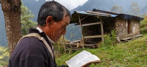 Mais de 1,5 bilhão de pessoas em todo o mundo não têm a Bíblia em seu idioma. (Foto: Wycliffe Bible Translators)